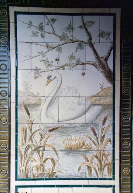 Tiles, Alie St, Whitechapel, Tower Hamlets,1986 TQ3381-023