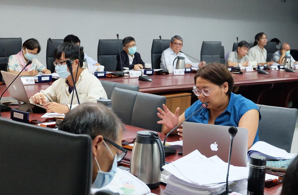 新竹縣議員連郁婷出席國土計畫,說明多項爭議事項。攝影:陳文姿