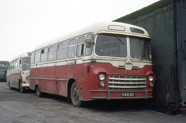 Saltburn Motor Services . North Yorkshire . 52 9491WY . Saltburn garage . Saturday afternoon 06th-February-1971 .