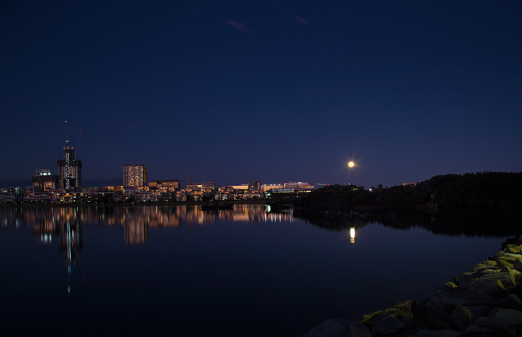 Full Moon Rising -Rhodes NSW