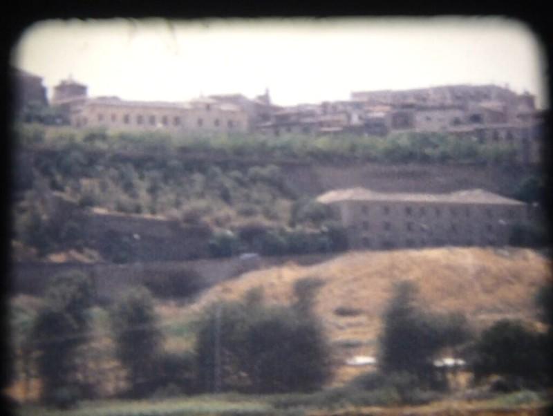 Paseo del Miradero y alrededores. Fotograma de un vídeo de toledanos bañándose en el río Tajo en Toledo (Playa de Safont) hacia 1970