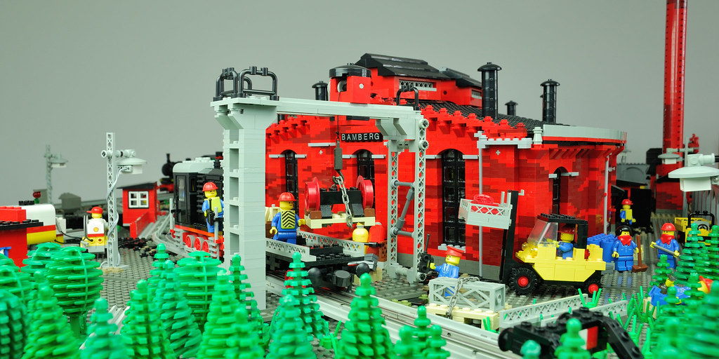 LEGO 12 V Roundhouse – paranorama view from the back