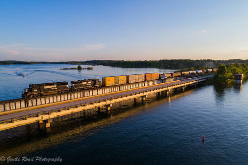 seneca river clemson south carolina pendelton train boat sunset lake