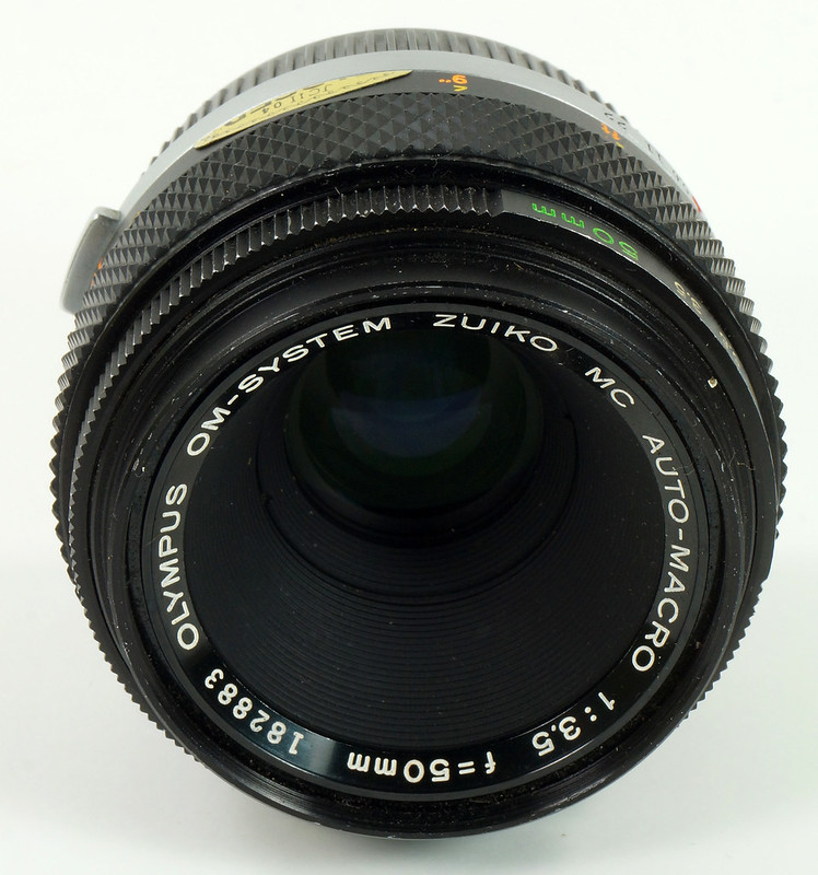 RD30691 Olympus OM System Zuiko MC Auto-Macro 50mm F3.5 Lens in Case, Focusing Screen & Angle View Finder DSC09116