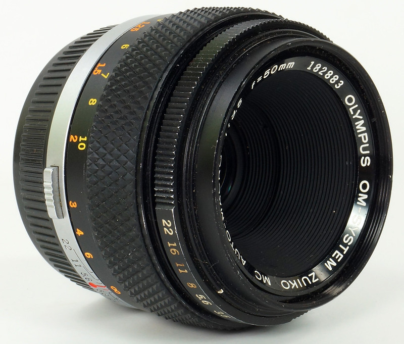 RD30691 Olympus OM System Zuiko MC Auto-Macro 50mm F3.5 Lens in Case, Focusing Screen & Angle View Finder DSC09110