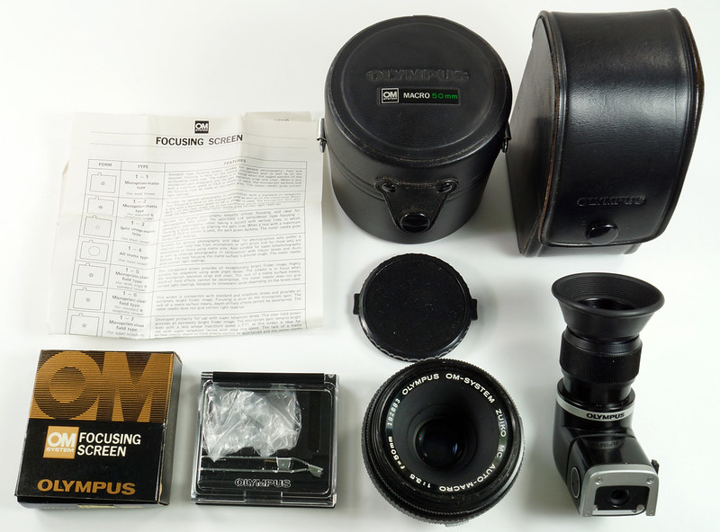 RD30691 Olympus OM System Zuiko MC Auto-Macro 50mm F3.5 Lens in Case, Focusing Screen & Angle View Finder DSC09106