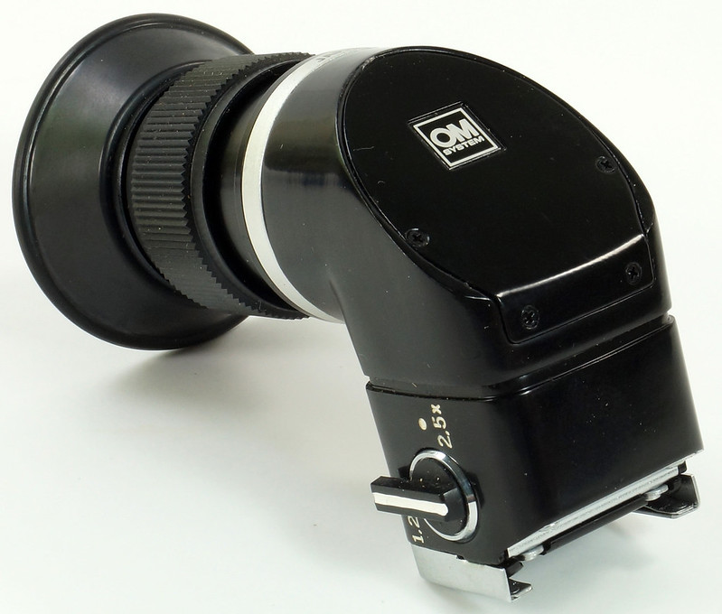RD30691 Olympus OM System Zuiko MC Auto-Macro 50mm F3.5 Lens in Case, Focusing Screen & Angle View Finder DSC09115