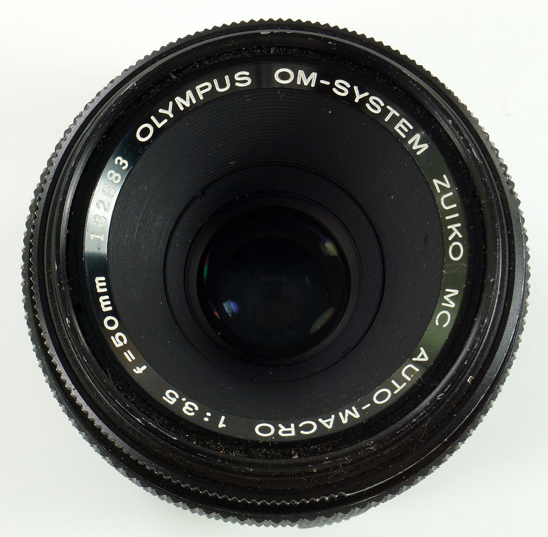 RD30691 Olympus OM System Zuiko MC Auto-Macro 50mm F3.5 Lens in Case, Focusing Screen & Angle View Finder DSC09108