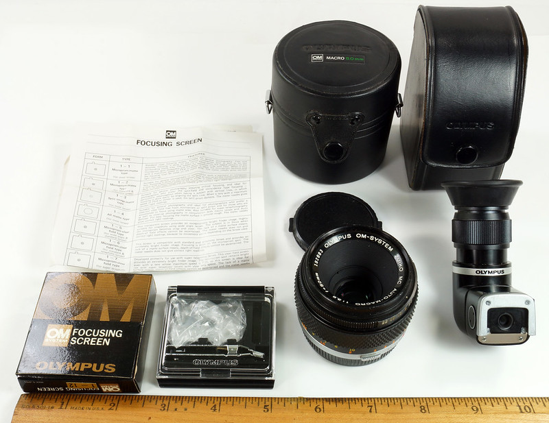 RD30691 Olympus OM System Zuiko MC Auto-Macro 50mm F3.5 Lens in Case, Focusing Screen & Angle View Finder DSC09105