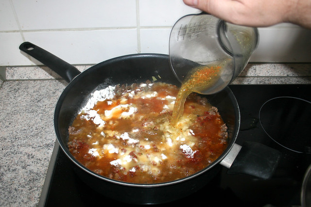 08 - Deglaze with vegetable broth / Mit Gemüsebrühe ablöschen