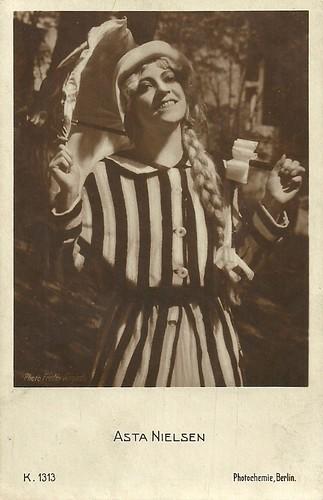 Asta Nielsen in Das Versuchskaninchen (1916)