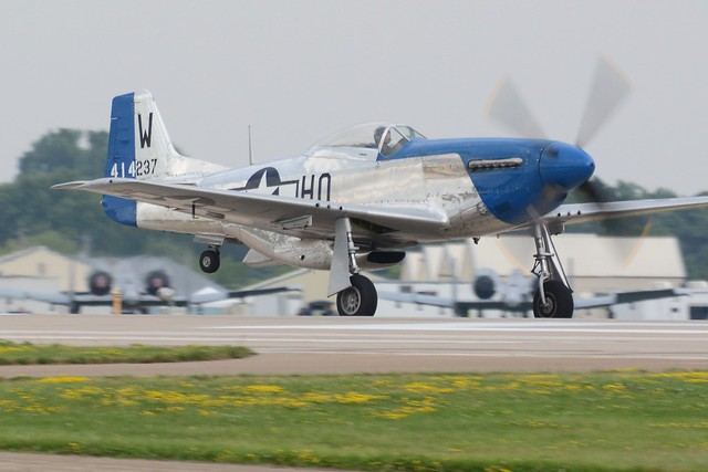 EAA2019Fri-0976a North American P-51 Mustang Moonbeam McSwine 414237 NL51VL