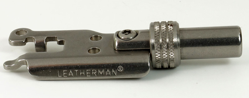 RD30669 Rare Leatherman Universal Tool Adapter with Bits in Leatherman Pouch DSC09125