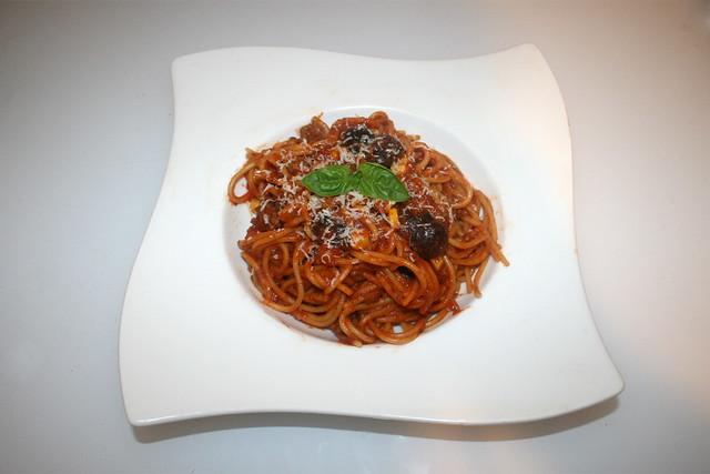 20 - Spaghetti in mincemeat tomato sauce with corn & beans  - Served / Spaghetti in Hackfleisch-Tomatensauce mit Bohnen & Mais - Serviert