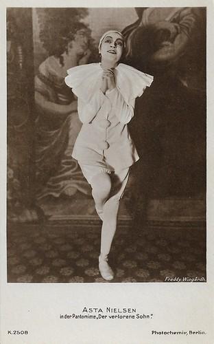 Asta Nielsen in the stage pantomime Der verlohrene Sohn (1918)