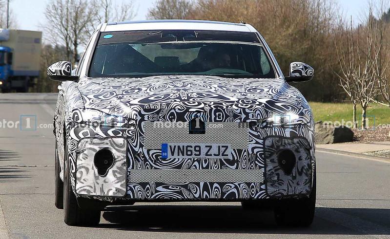 jaguar-f-pace-svr-facelift-spy-photo
