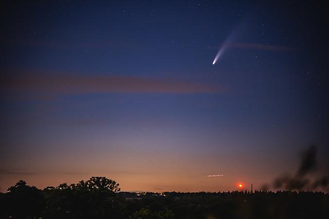 Comet NEOWISE - looking north towards Brookman's Park TV transmitter plus plane