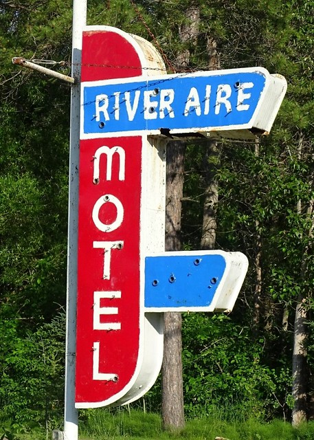 MI, Sault Ste Marie-River Aire Motel Ghost Neon Sign