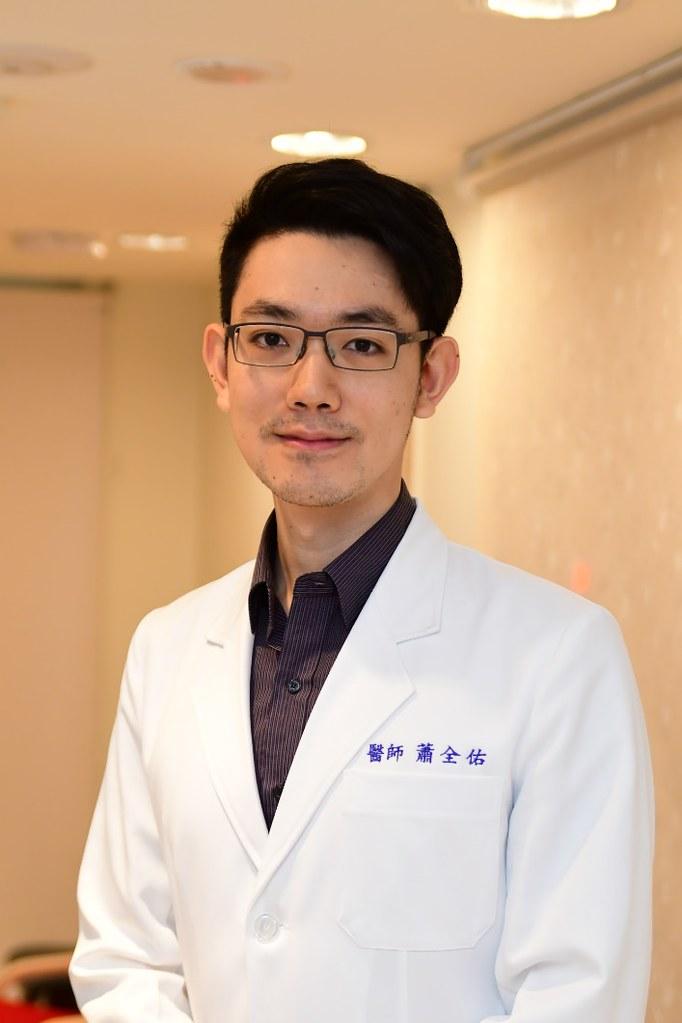 蕭全佑醫師是台灣大學醫學系畢業的皮膚科醫師,專長為一般皮膚病、異位性皮膚炎、青春痘、濕疹、指甲疾病等等相關的皮膚科治療。有任何相關的皮膚問題,就可以來找蕭全佑醫師!