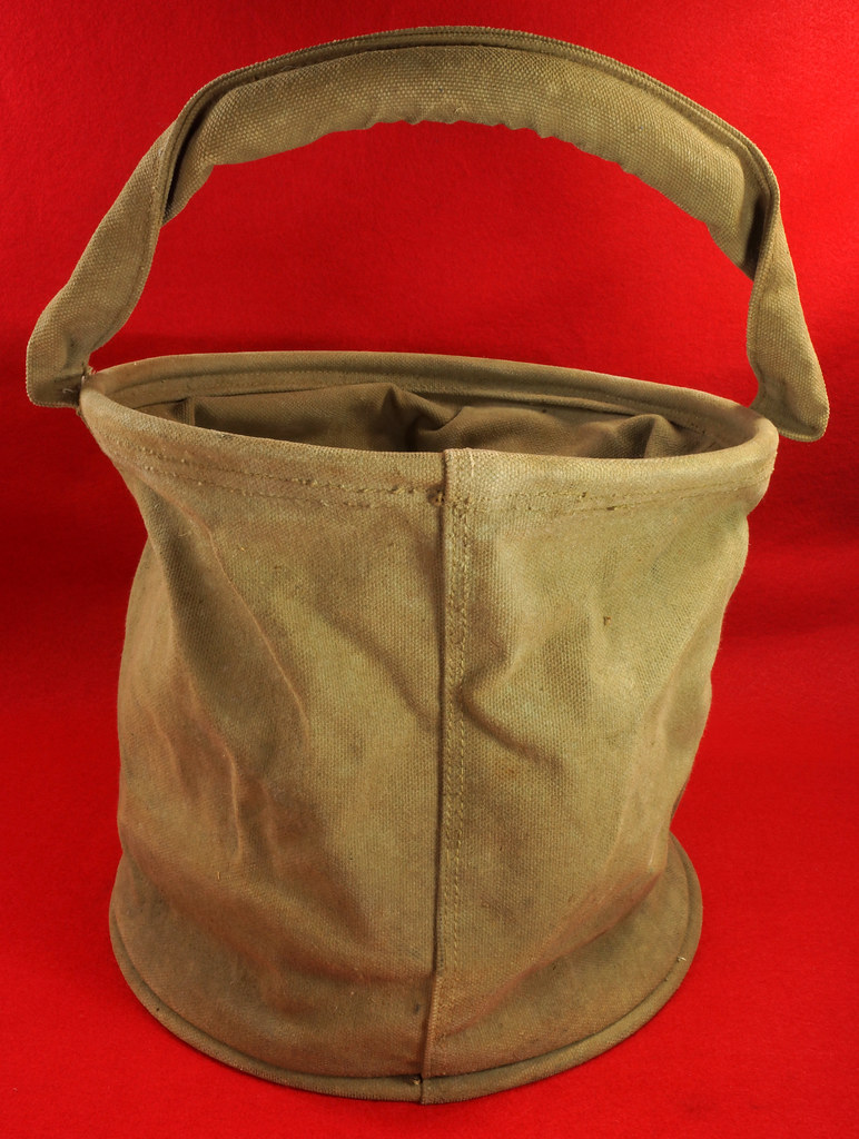 RD30693 1943 WWII US Army Cavalry Collapsable Folding Canvas Jeep Water Bucket  Amer. Canvas Mfg. Co. DSC09165