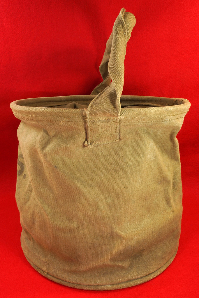 RD30693 1943 WWII US Army Cavalry Collapsable Folding Canvas Jeep Water Bucket  Amer. Canvas Mfg. Co. DSC09164