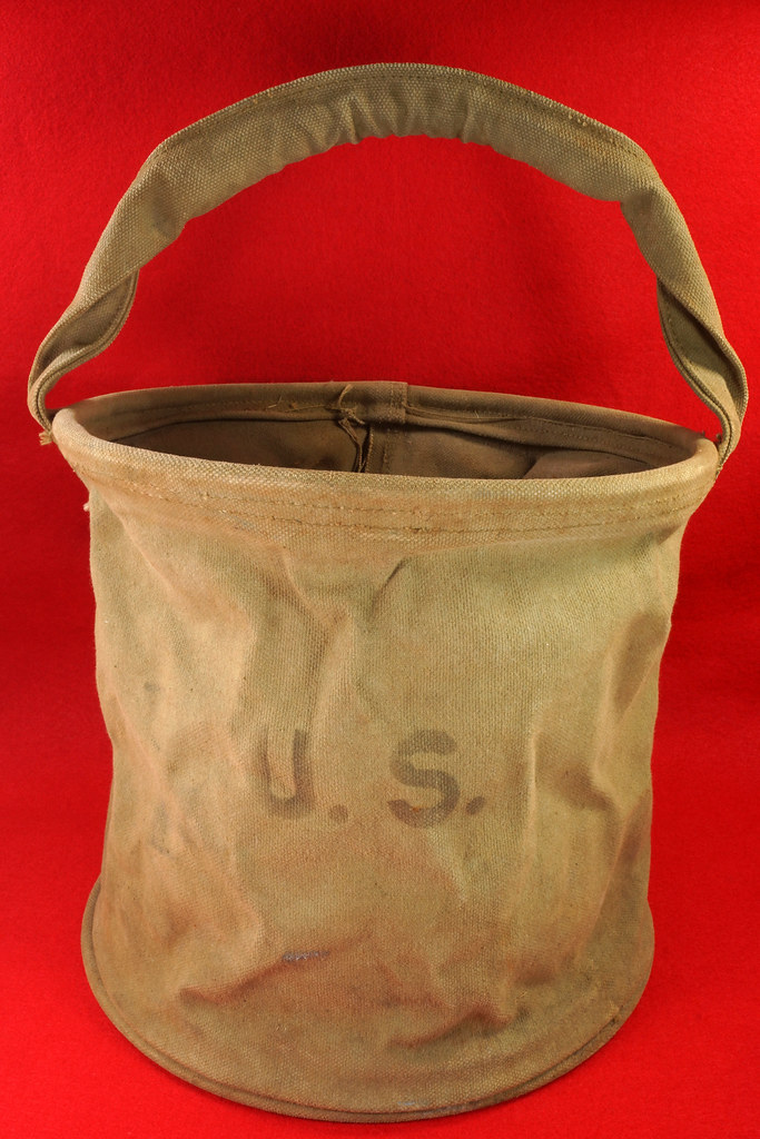 RD30693 1943 WWII US Army Cavalry Collapsable Folding Canvas Jeep Water Bucket  Amer. Canvas Mfg. Co. DSC09163