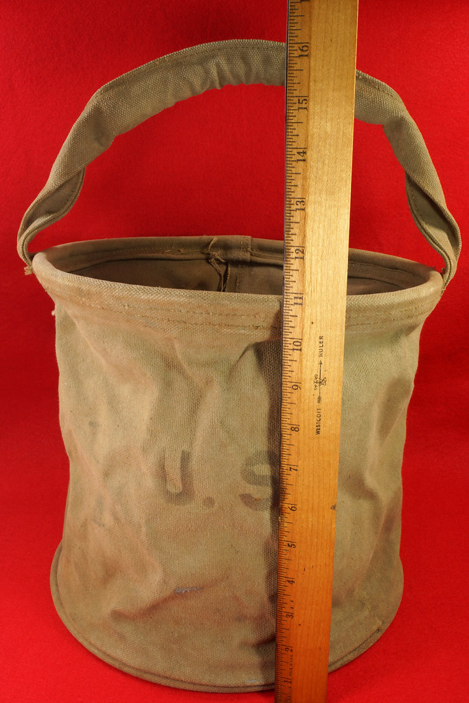 RD30693 1943 WWII US Army Cavalry Collapsable Folding Canvas Jeep Water Bucket  Amer. Canvas Mfg. Co. DSC09162