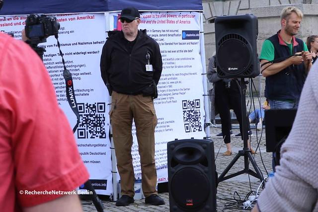 11.07.2020 Berlin: Geschichtsrevisionistische Kundgebung von StaatenlosInfo um Rüdiger Hoffmann