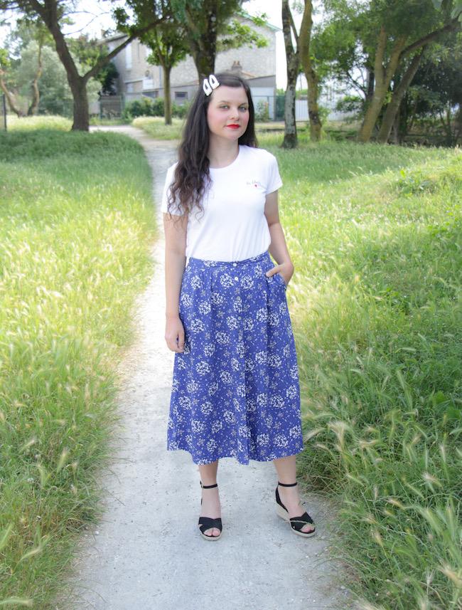 look-t-shirt-blanc-jupe-longue-bleue-sandales-compenses-blog-mode-la-rochelle-3