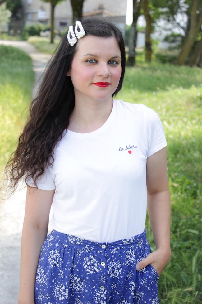 look-t-shirt-blanc-jupe-longue-bleue-sandales-compenses-blog-mode-la-rochelle-2