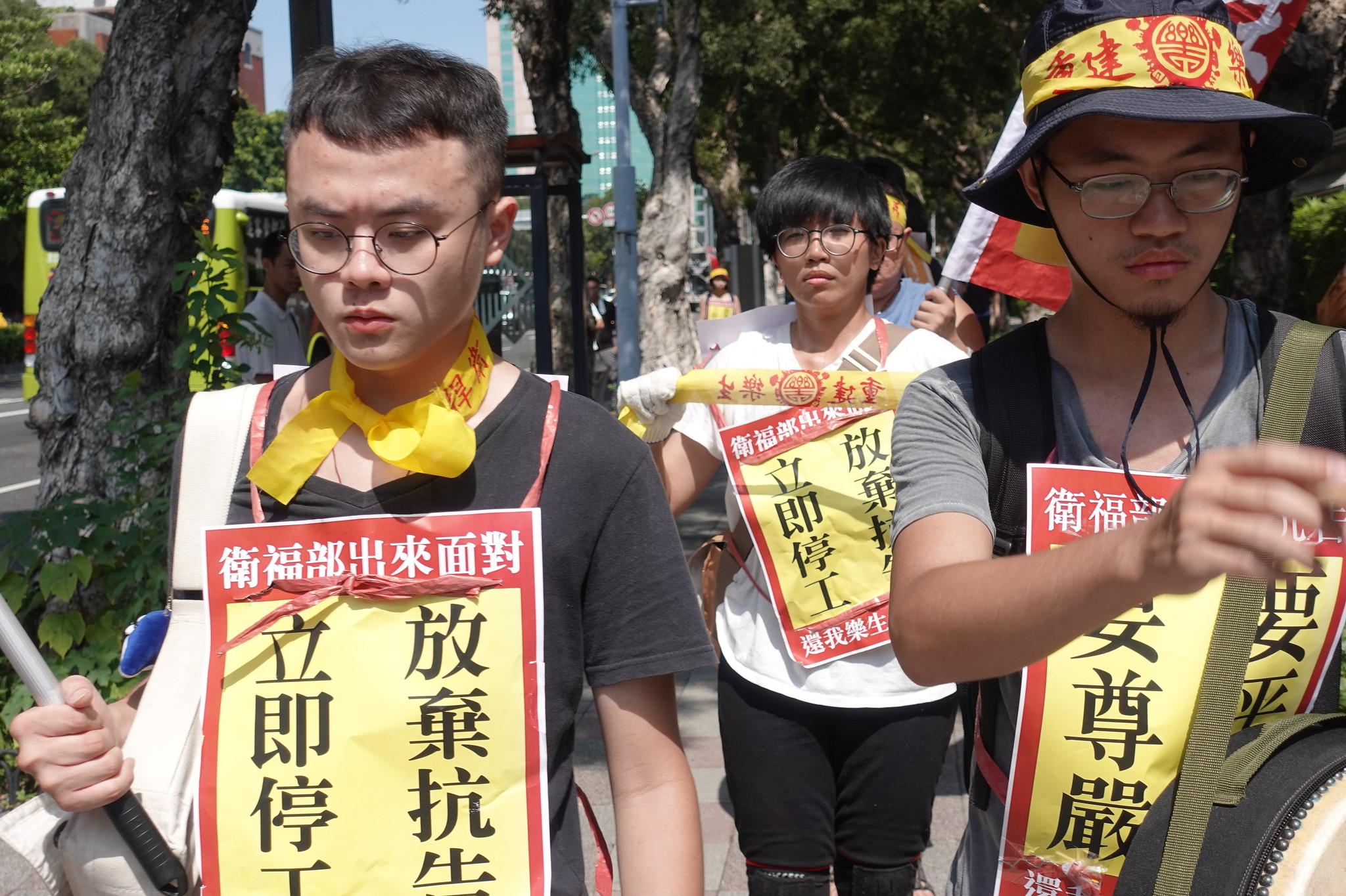 樂青呼籲衛福部「放棄抗告,立即停工」。(攝影:張智琦)