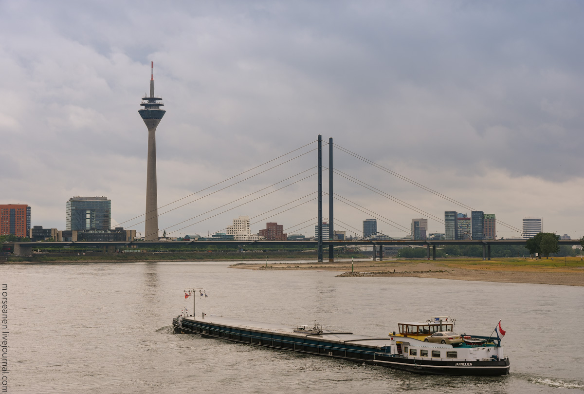 Duesseldorf-Rhein-(12)