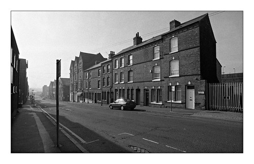 birmingham birminghamuk 2000 ilford hp5 monochrome mono blackandwhite bw digbeth west midlands westmidlands brum bordesleystreet 1bordesleystreet cobbles b55pg houses residences terracehouses city urban