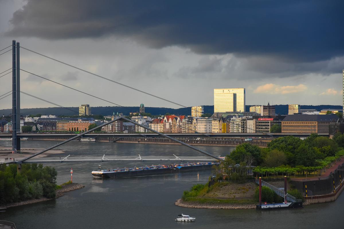 Duesseldorf-Rhein-(17)
