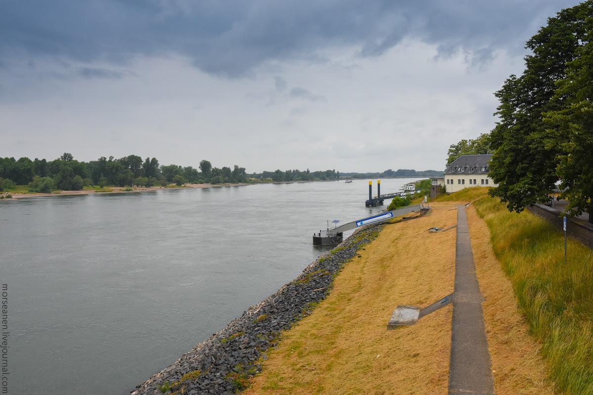 Duesseldorf-Rhein-(16)