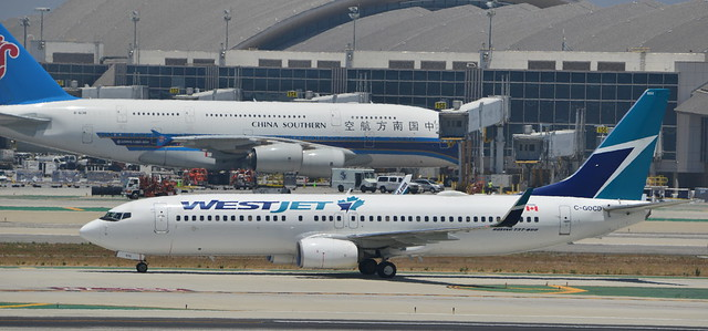 Westjet Boeing 737-8CT C-GOCD