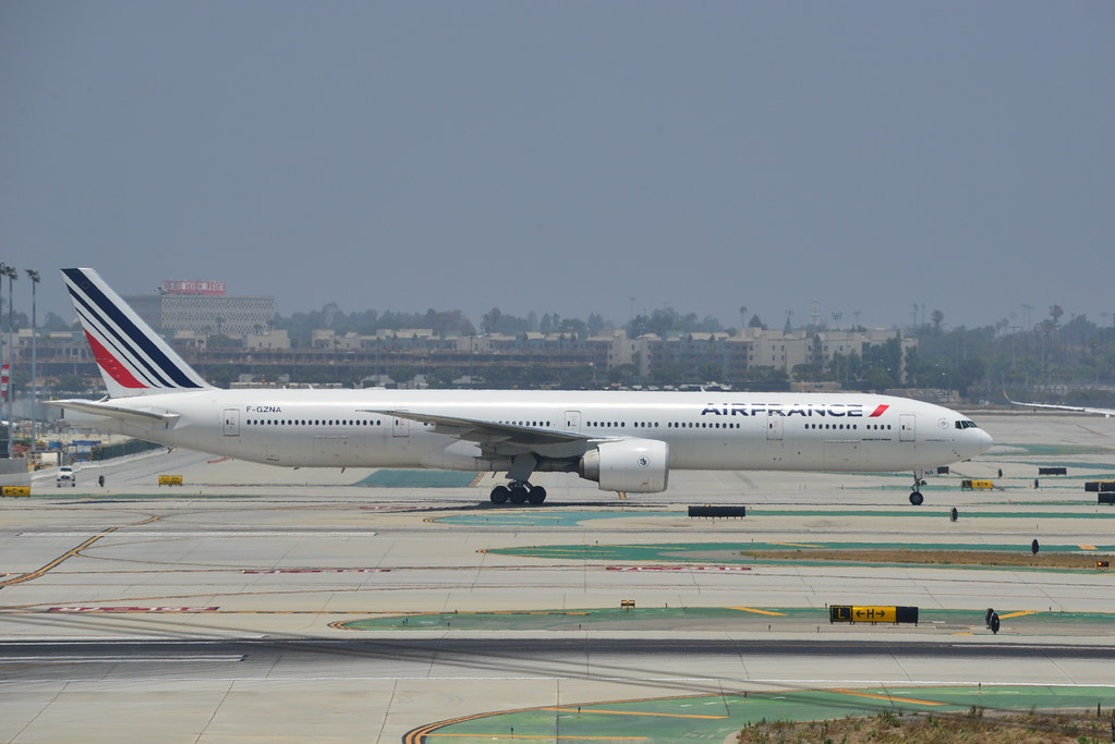 Air France Boeing 777-328(ER) F-GZNA