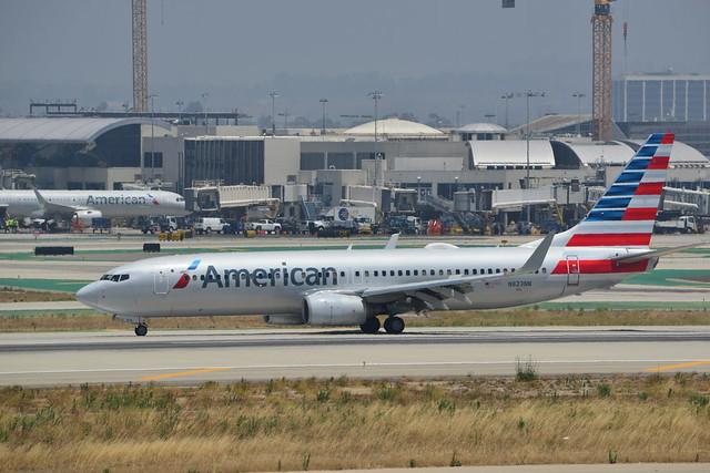 American Airlines Boeing 737-823 N823NN