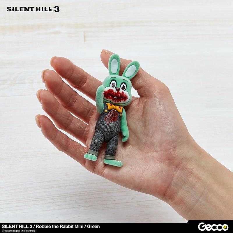 一手就能掌握!總是滿嘴血漬的獵奇兔「可動」再歸來~ Gecco《沉默之丘3》六種配色的迷你撲殺兔 (Robbie the Rabbit Mini) 可動人偶&擔架(Stretcher) 發表!