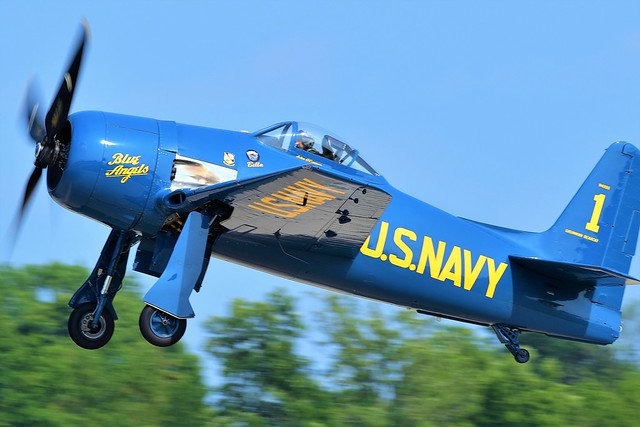 Grumman F8F-2P Bearcat 94996 121776 US Navy N68RW US Navy Bella Blue Angels