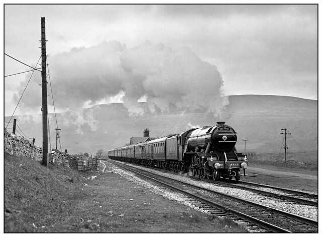 1987-0159 - 4472 Flying Scotsman heading south through Ribblehead station.