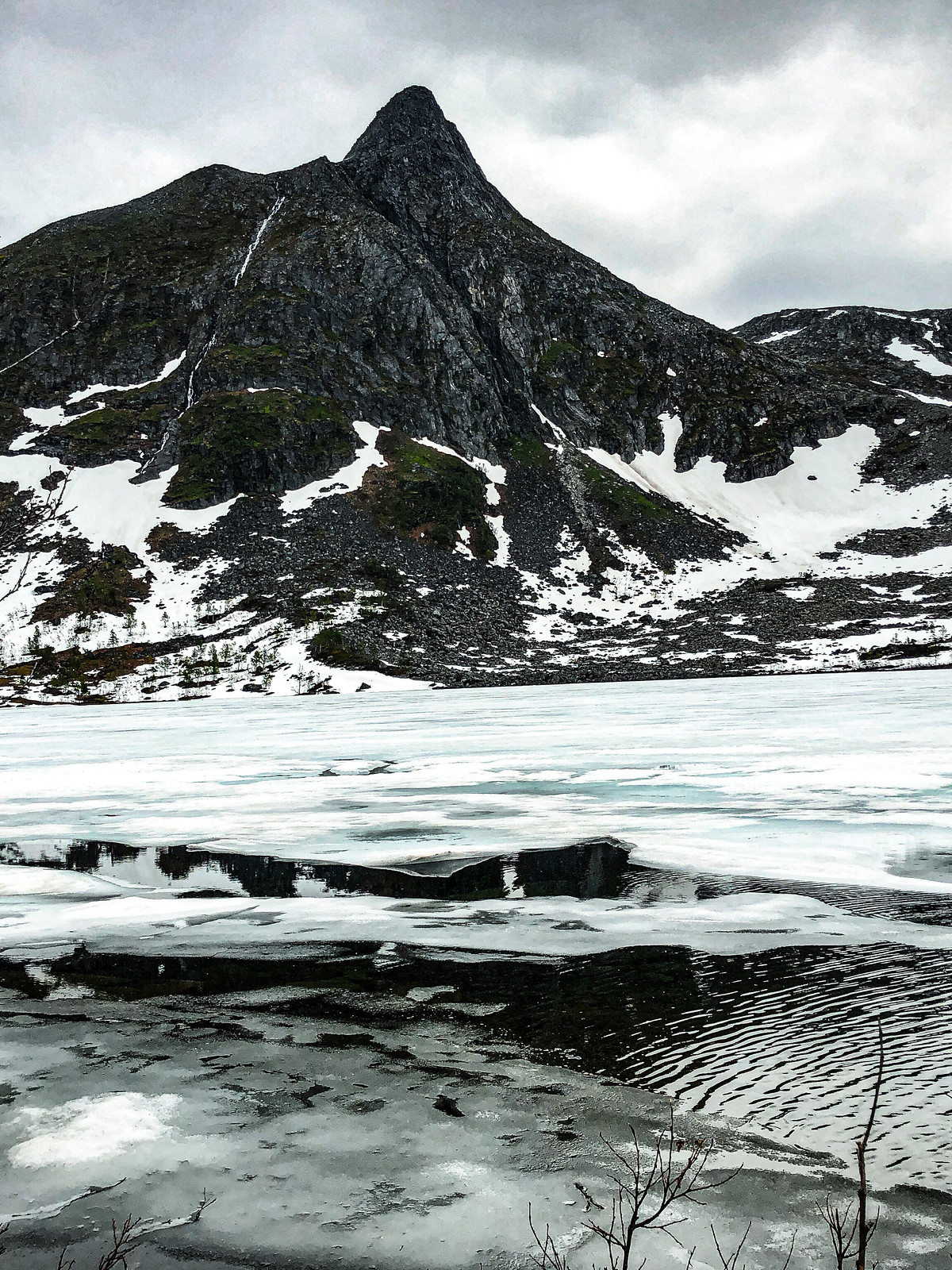 jäätynyt-järvi-Senja