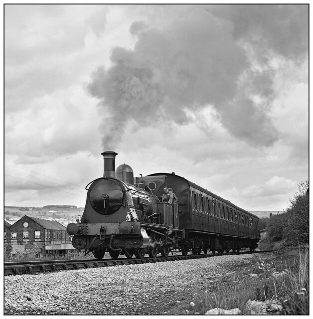 1987-0164 - Bellerophon heading out of  Keighley.