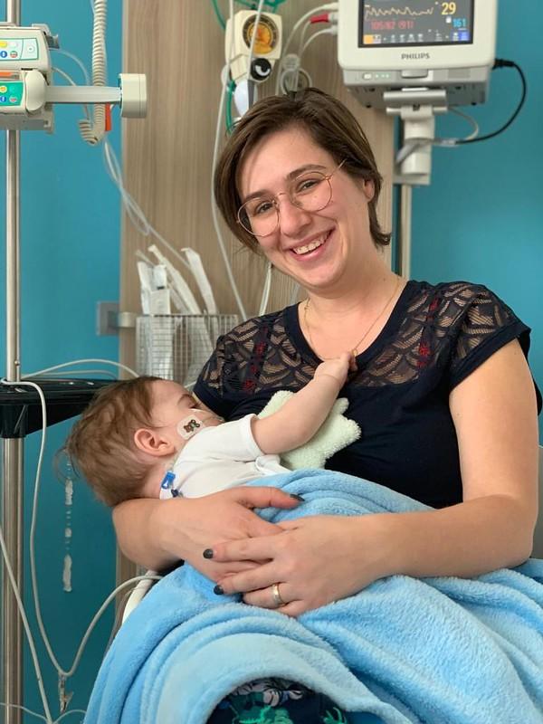 Eerste keer borstvoeding na de operatie
