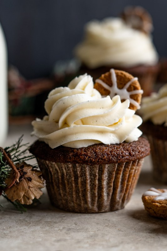 Gingerbread-Cupcakes-Vanilla-Frosting-Blog-Post-4