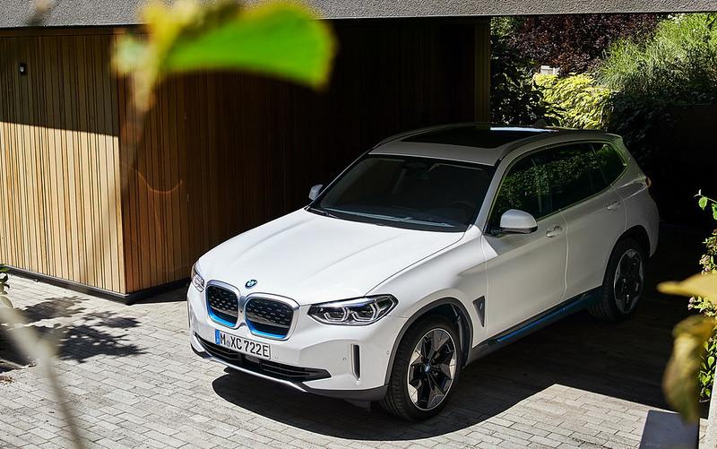 2021-BMW-iX3-23