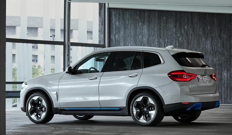 2021-BMW-iX3-30