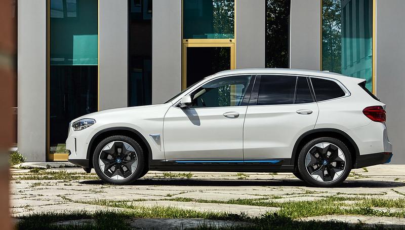 2021-BMW-iX3-27