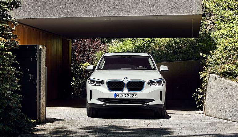 2021-BMW-iX3-15