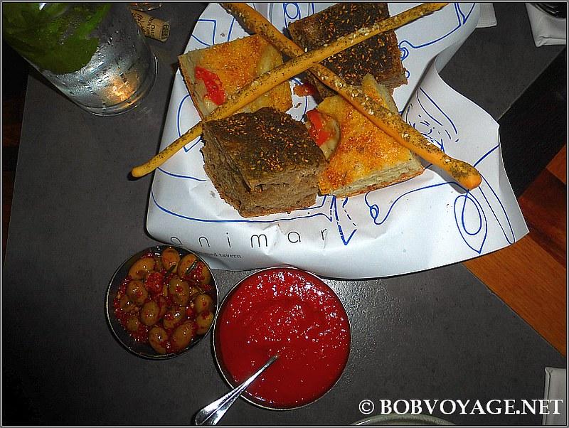 סלסלת לחם ב-מסעדת אנימאר (Animar)
